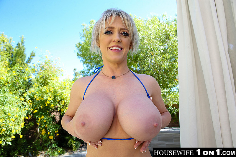 Housewife 1 on 1 – Dee Williams releases some stress by fucking you