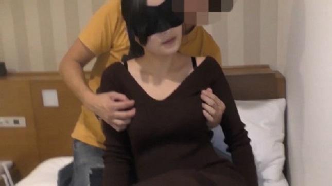 FC2-PPV 1217724 他人棒の味に魅了された27歳の人妻 ディルドとチ〇ポを交互挿入されて悶える