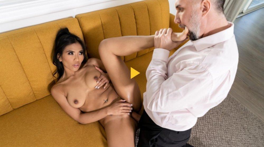 Baby Got Boobs – Jada Kai Wet Tits On Tap